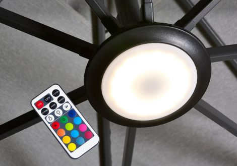 LED světlo k bočnímu slunečníku